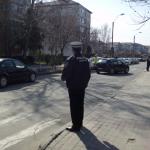 Supravegherea unităţilor şcolare la defluirea elevilor pe str. Mihai Eminescu